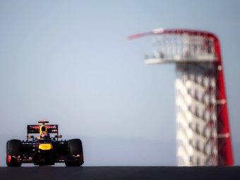 Феттель занял первое место в свободных заездах Формулы-1