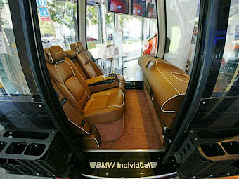 Компания BMW встроила салон 7-Series в кабинку фуникулера