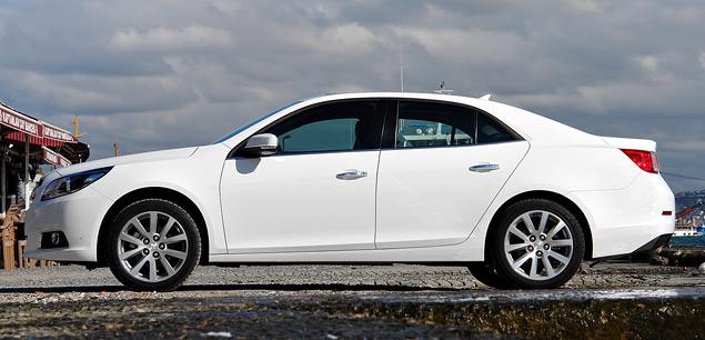 Знакомимся с четырехцилиндровым флагманом Chevrolet – седаном Malibu. Фото 2