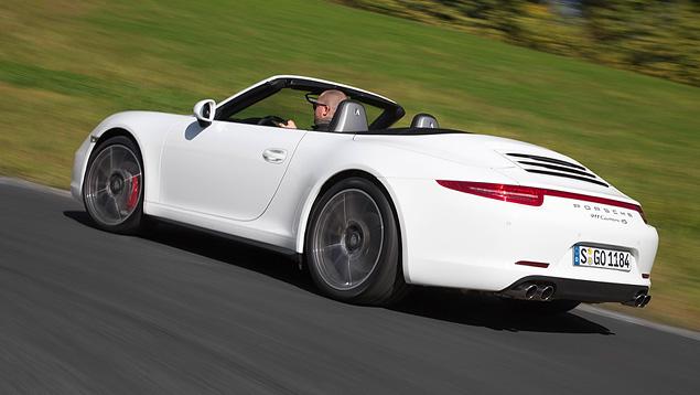 Тест-драйв полноприводной модификации Porsche 911. Фото 8
