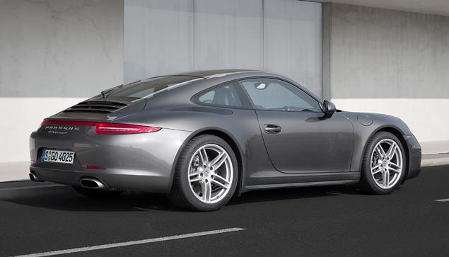 Тест-драйв полноприводной модификации Porsche 911. Фото 9