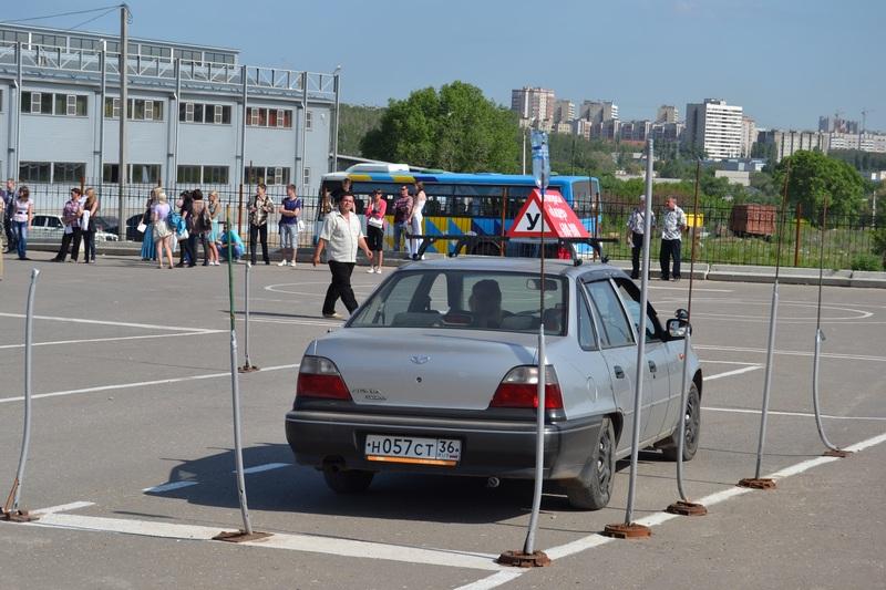За проваленные экзамены на права заставят возвращаться в автошколу