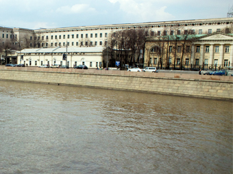 Под Москвой-рекой построят 100 подводных парковок