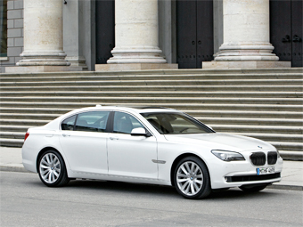 "BMW лишит ""семерку"" моторов V12"