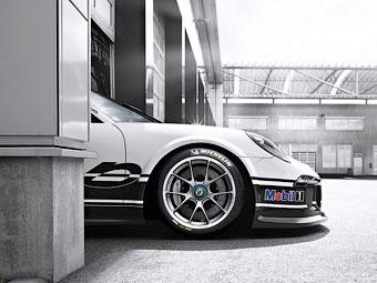 Компания Porsche показала первый снимок гоночного 911