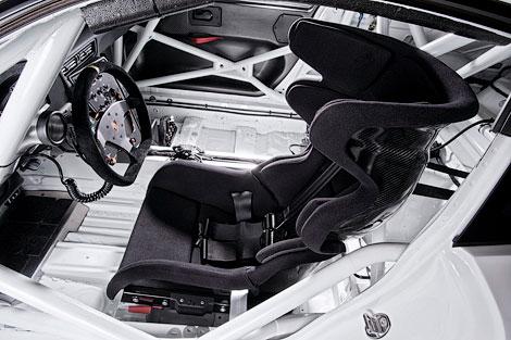 Производитель построил спорткар для соревнований Porsche Mobil 1 Supercup. Фото 3