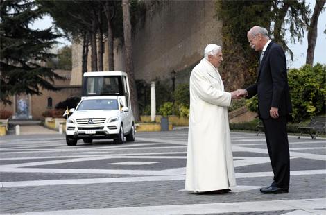 Машина будет использоваться для встреч с верующими в Ватикане