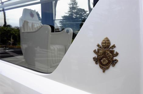 Машина будет использоваться для встреч с верующими в Ватикане. Фото 3