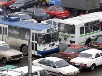 За регулярные выезды на занятые перекрестки предложили лишать прав