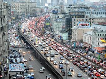 Сообщения о пробках будут глушить радио в московских машинах