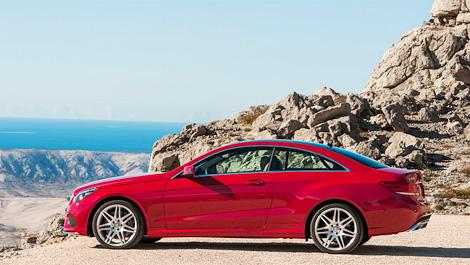 Вслед за седаном купе и кабриолеты Mercedes-Benz E-Class получили новые фары и передние бамперы. Фото 1