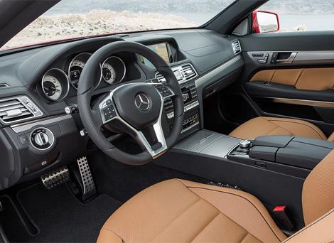 Вслед за седаном купе и кабриолеты Mercedes-Benz E-Class получили новые фары и передние бамперы. Фото 2