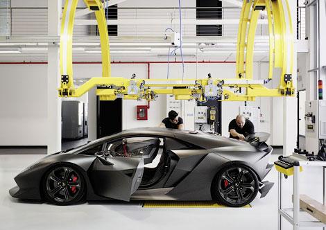 Компания готовится к запуску в серию модели Sesto Elemento. Фото 1