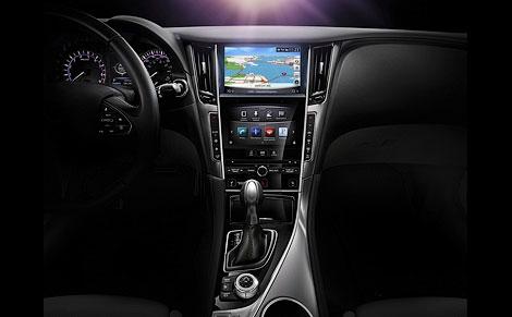 Седан Q50 компания разработала в партнерстве с концерном Daimler. Фото 2