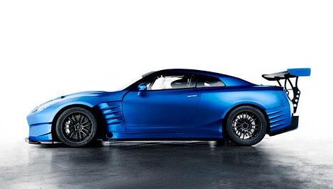 Суперкар получил новый обвес кузова и форсированный до 685 сил мотор. Фото 1