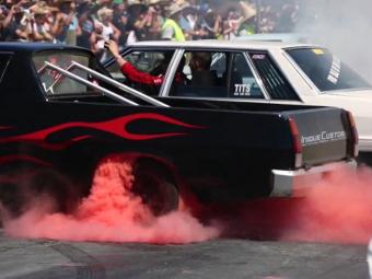 Австралийцы установили мировой рекорд по одновременному истиранию шин