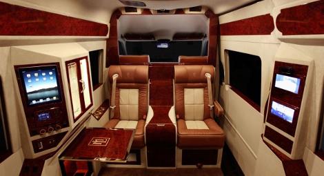 Mercedes-Benz Sprinter со втроенной кроватью оценили в 292 тысячи долларов. Фото 2