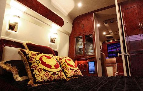 Mercedes-Benz Sprinter со втроенной кроватью оценили в 292 тысячи долларов. Фото 3