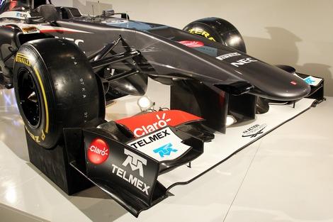Инновационная конструкция боковых частей болида позволила оптимизировать аэродинамику. Фото 1