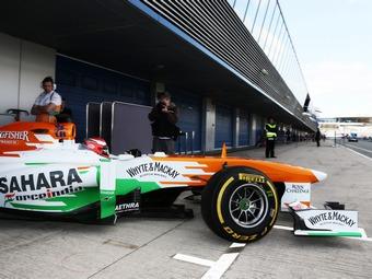 На тестах Формулы-1 пилот Force India сбил механика