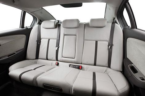 Компания Holden обновила седан Commodore. Фото 5