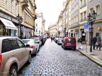 Продажи новых машин в Европе упали до исторического минимума