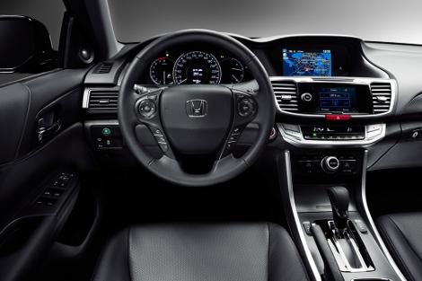 Продажи японского седана начнутся в марте 2013 года. Фото 1