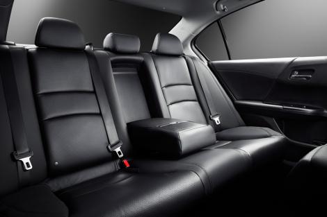 Продажи японского седана начнутся в марте 2013 года. Фото 2