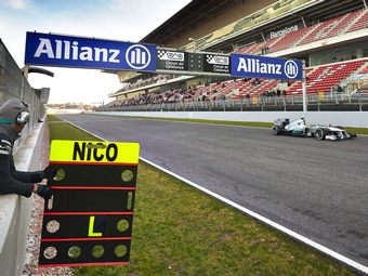 Пилоты Mercedes AMG побили тестовые рекорды Формулы-1