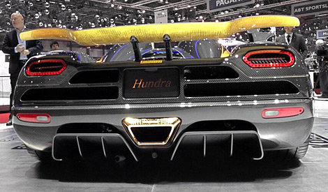 Компания покрыла элементы 1030-сильного купе 24-каратным золотом