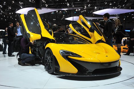 Каждый из проданных 916-сильных суперкаров стоит миллион евро. Фото 1