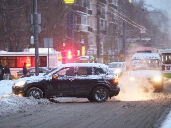 Виновников ДТП на летней резине зимой обяжут платить вместо страховщиков