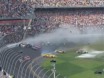 Пострадавшие болельщики засудят серию NASCAR