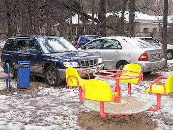 Москва увеличила штрафы за парковку на детской площадке