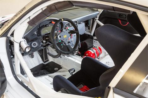 Трековое купе построили на базе модели прошлого поколения. Фото 3