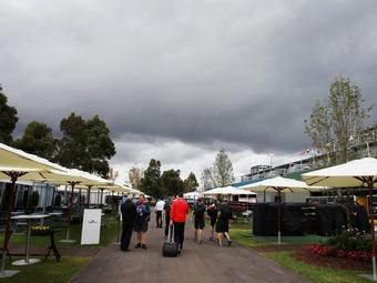 Квалификацию Формулы-1 отложили из-за дождя