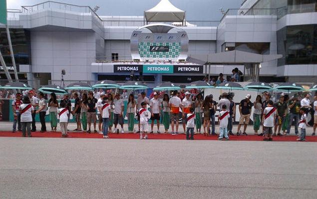 Онлайн-трансляция второго этапа Формулы-1 2013 года. Фото 14