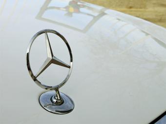 Mercedes-Benz выбыл из тройки самых дорогих автобрендов