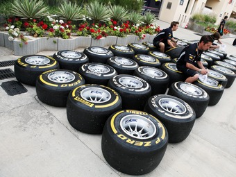 Топ-команды Формулы-1 потребовали вернуть прошлогодние шины
