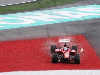 Команда Ferrari приняла ответственность за сход Алонсо