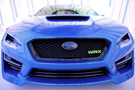 Модель получила новый вариант классического синего цвета кузова. Фото 2
