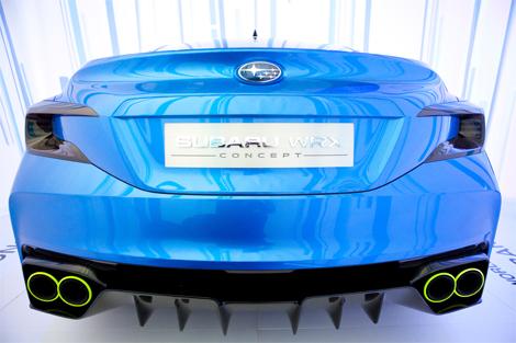 Модель получила новый вариант классического синего цвета кузова. Фото 3