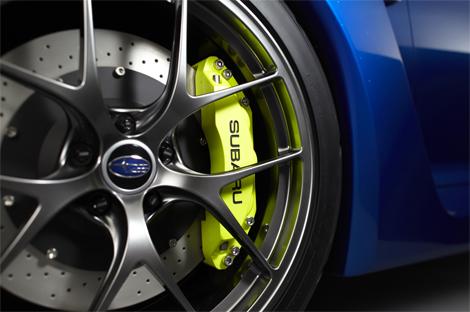 Модель получила новый вариант классического синего цвета кузова. Фото 5