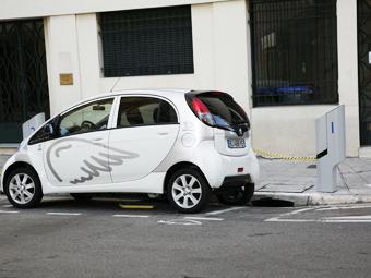 Москва задумалась о специальных парковках для электрокаров