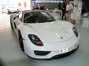 Компания Porsche провела для арабов тесты гибридного суперкара
