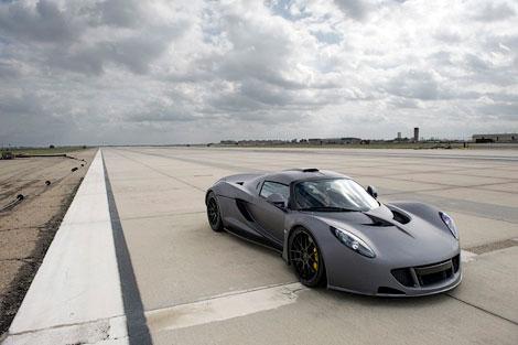 1244-сильный суперкар Venom GT разогнался до 427,6 километра в час. Фото 1