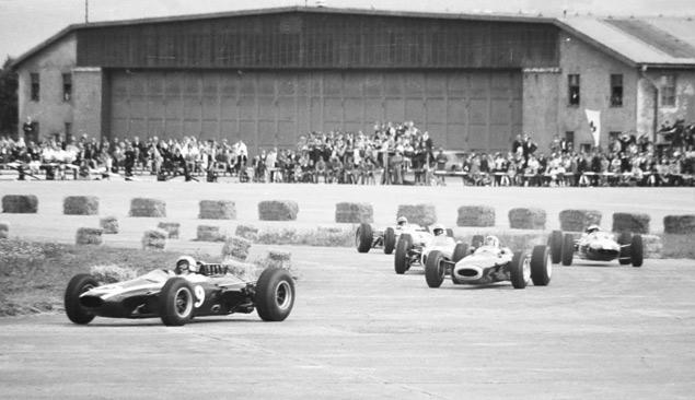 Какие автодромы исчезли из Формулы-1 после первой же гонки. Фото 25