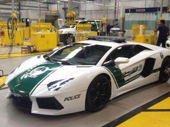 Полиции Дубая выдали Lamborghini Aventador
