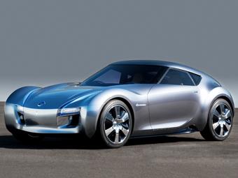 Компактный спорткар Nissan покажут осенью