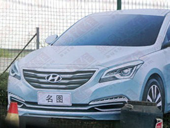 Новый седан Hyundai показали на билборде